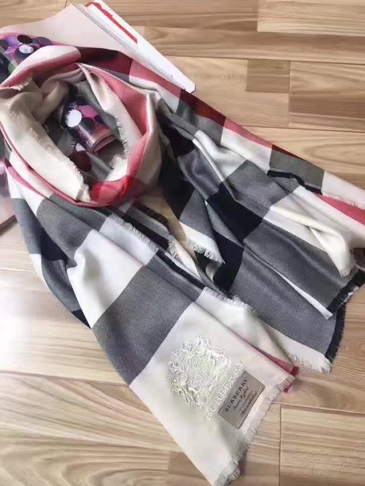 2017 top quality Burberry scarf BUR9212