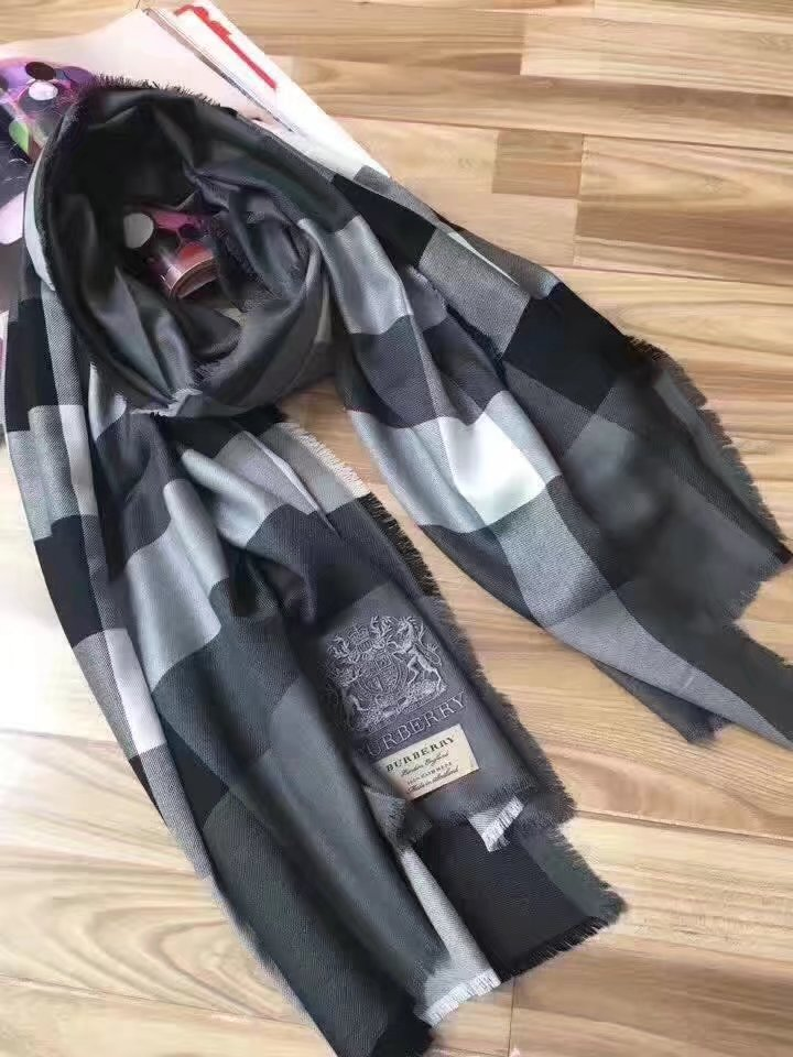 2017 top quality Burberry scarf BUR9213