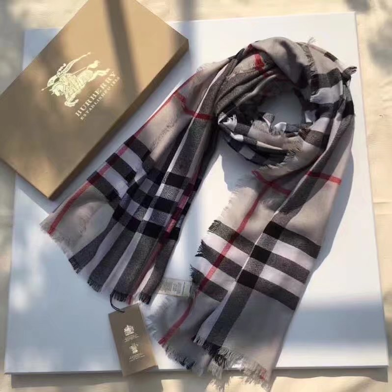 Burberry Cashmere scarf BUR919568 Light gray