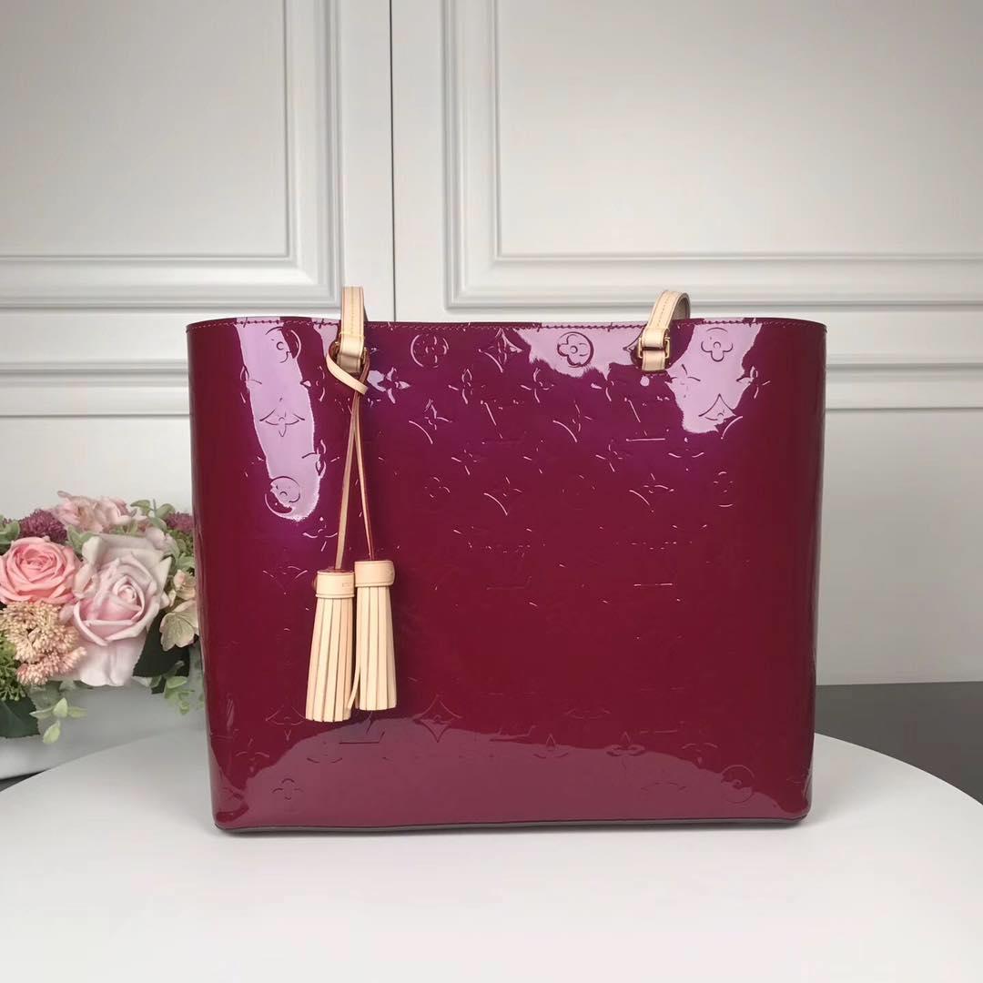 Louis Vuitton Monogram Vernis M90475 red