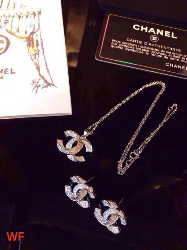 Chanel Necklace CE3405
